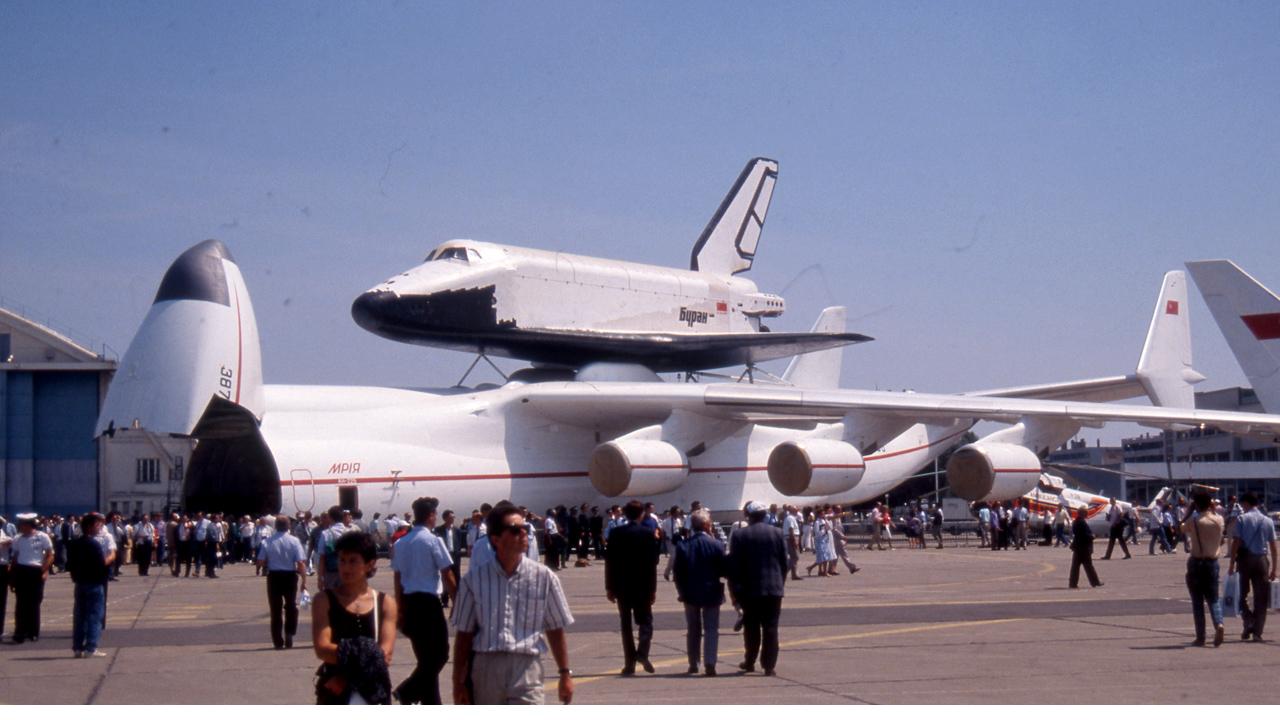 An-225 ja Buran Pariisissa vuonna 1989