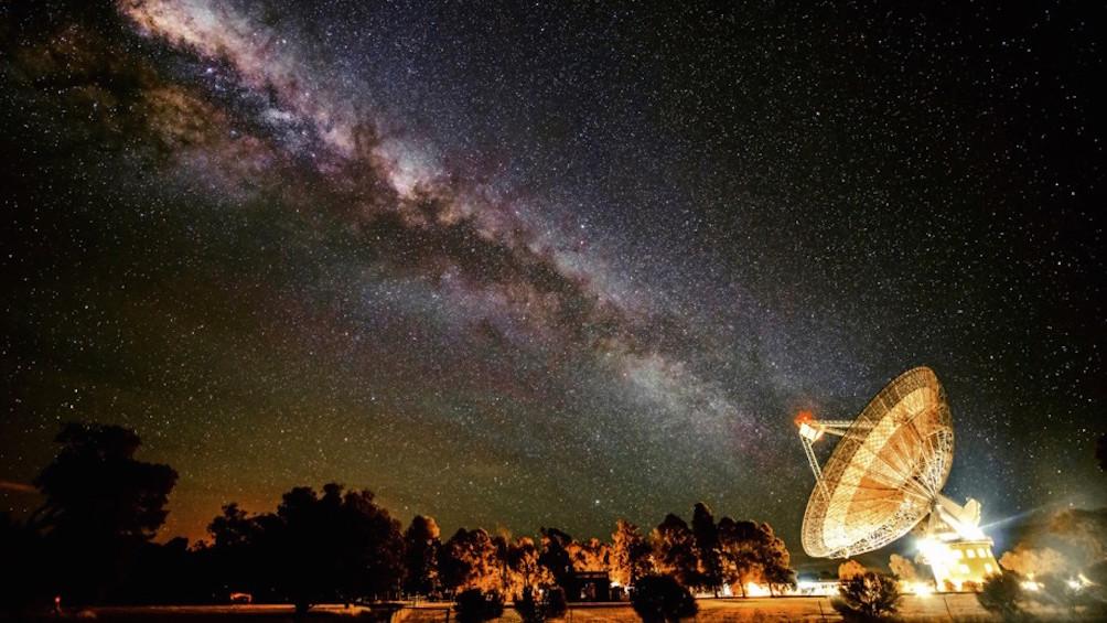 Parkesin radioteleskooppi etsii avaruuden älyä