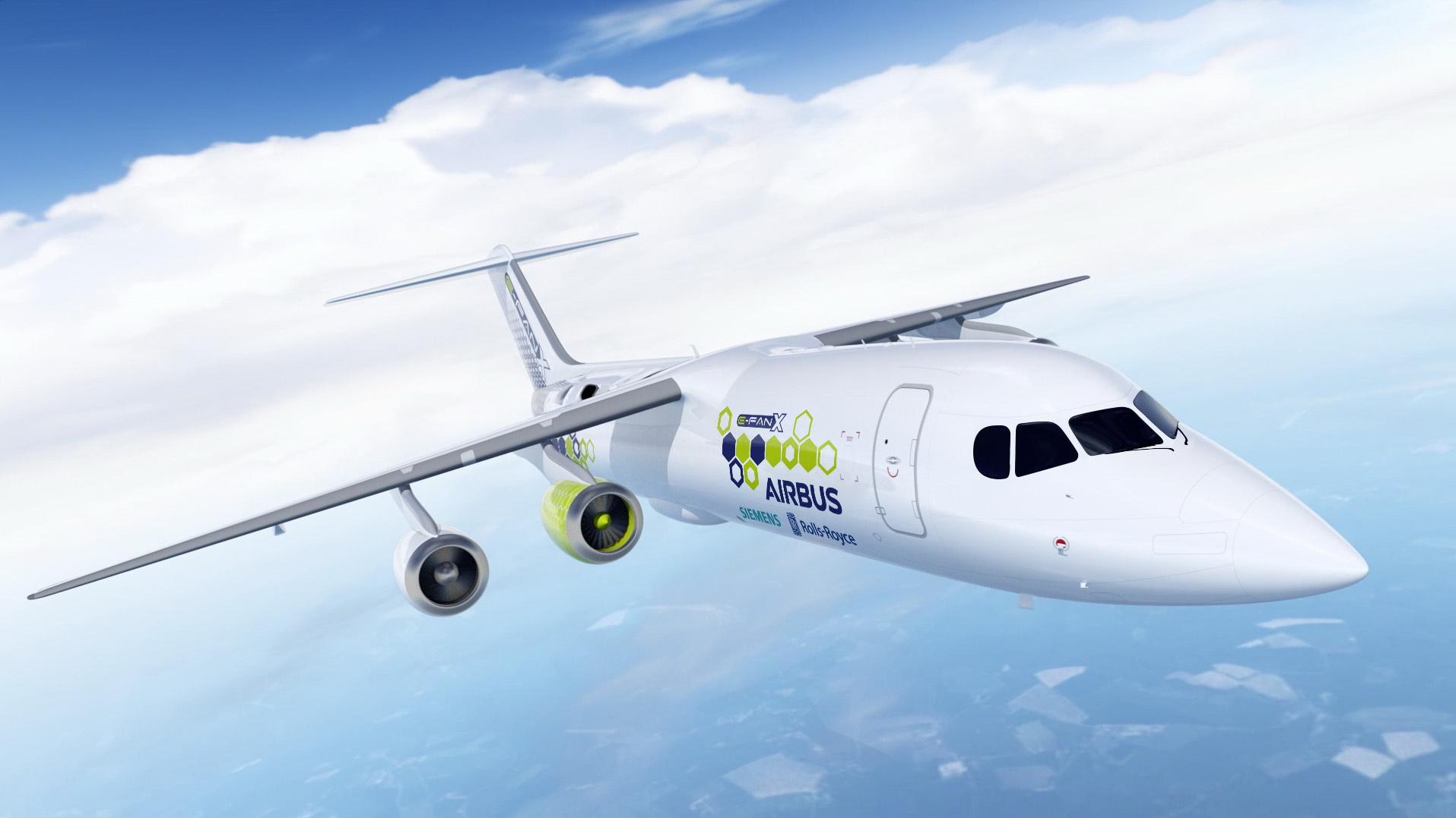 eFan-X -lentokone, missä on yksi sähkömoottori ja kolme perinteistä suihkumoottoria