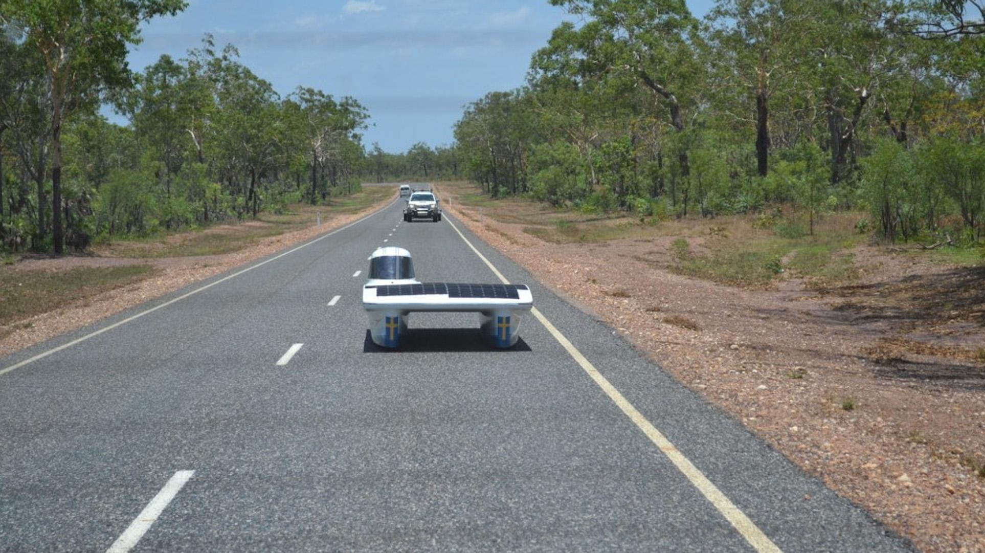 Aurinkoautokisaa