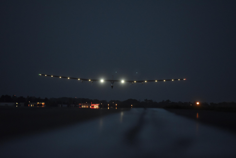 Solar Impulse laskeutuu Leigh Valleyn lentokentälle