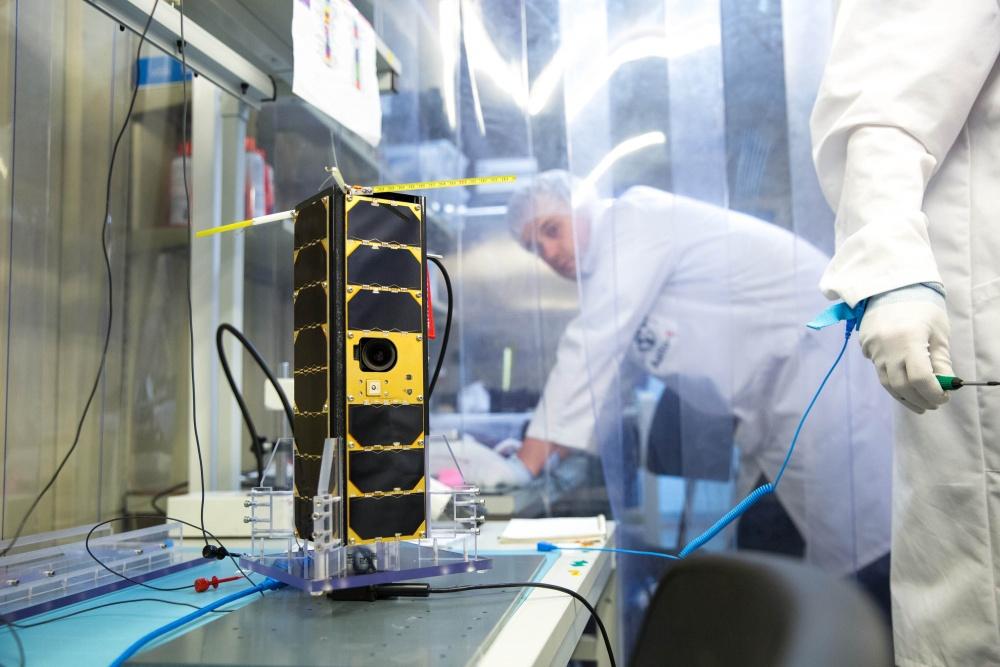 Satelliitti testattavana