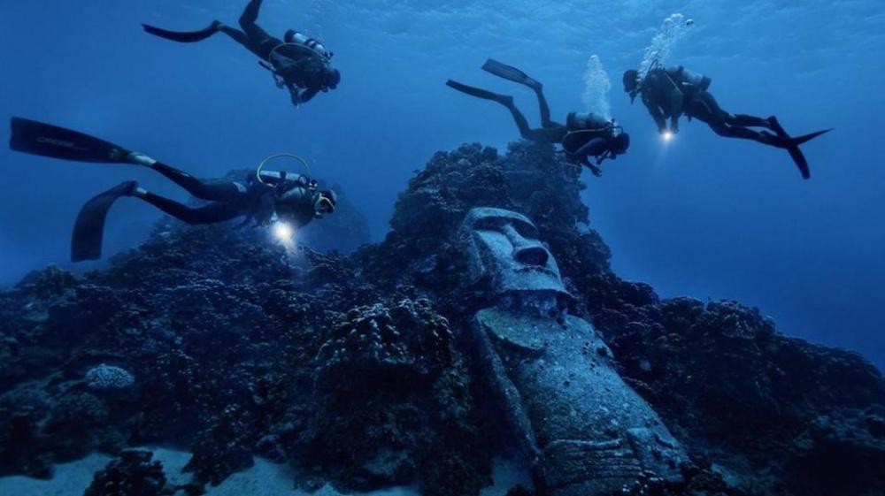 Moai-patsas meren pohjassa