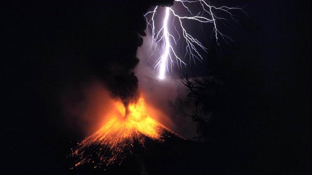 Salamointia tulivuoren päällä